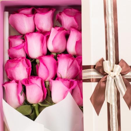 Aranjament de 15, Trandafiri, Ciclam, Cutie
