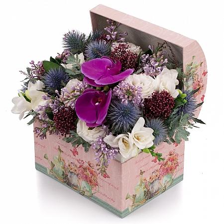 Aranjament de Liliac, Frezii, Alb, Frezie, Eryngium, Lisianthus, Schimia, Phalaenopsis, Cutie, Cufăr