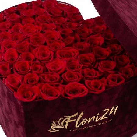 Aranjament din trandafiri roșii sau Cutie cu trandafiri roșii