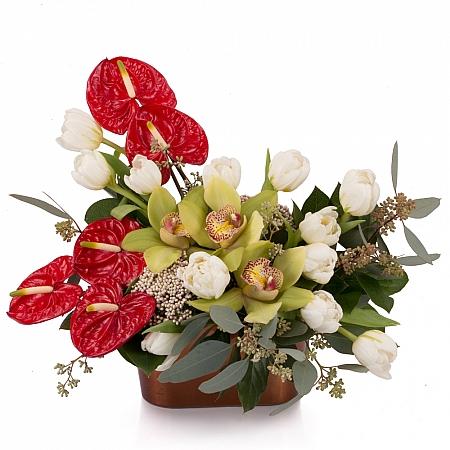 Aranjament floral din Anthurium, Lalele, Lalea, Cymbidium, Orhidee, Floare de orez, Verdeață, Vas