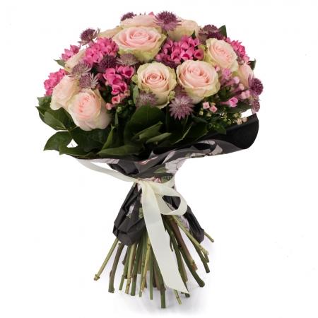 Buchet de 15, Trandafiri, Roz, 10, Bouvardia, Roz, Astrantia, Grena, Verdeață