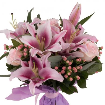 Buchet de 3, Crini, Roz, 5, Trandafiri, Roz, 6, Hypericum, Roz, Verdeață