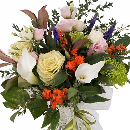 Buchet de Brasica, Lisianthus, Euphorbia, Crizanteme, Green spider, Veronica, Cale, Albe, Cală