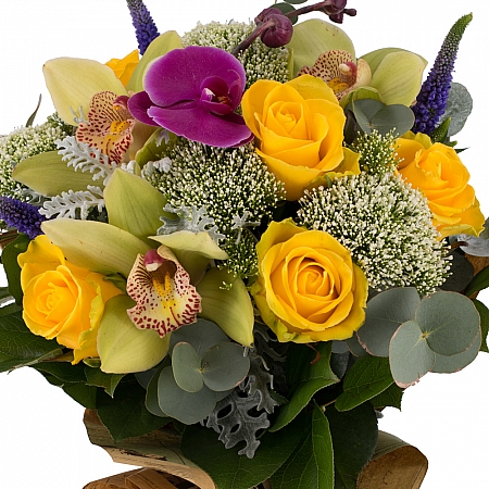 Buchet din Trandafiri, Galbeni, Trahelium, Veronica, Mov, Cymbidium, Orhidee, Phalaenospsis, Verde