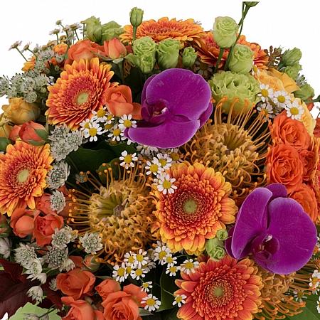 Buchet Leucospermum, Gerbera, Lisianthus, Phalaenopsis, Mușețel, Astrantia, Minirosa, Frunză Arțar