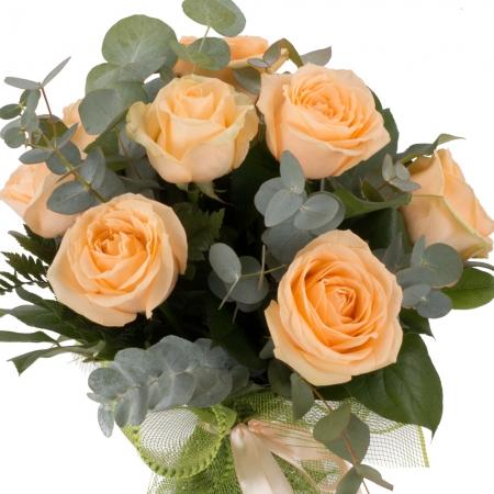 Scantei de dragoste: buchet trandafiri portocalii peach | Flori24