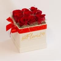 9 trandafiri rosii in cutie patrata 2