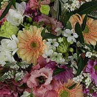 Aranjament de Gerbera, Hortensia, Lisianthus, Crizanteme, Crizantemă, Ornitogalum, Euphorbia, Frezii 4