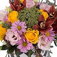 Aranjament din trandafiri, crizanteme, lisianthus, schimia, cymbidium, verdeata, cutie, rotunda 3