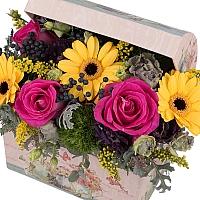 Aranjament din trandafiri, gerbera, crizanteme, lisianthus, viburnum, solidago, cutie, cufăr 3