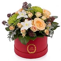 Aranjament din trandafiri, miniroze, crizanteme, eucharis grandiflora, schimia, cutie, rosie 2