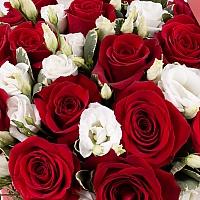 Aranjament din trandafiri și lisianthus 4