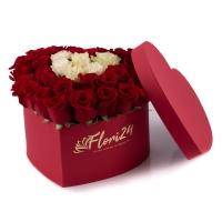 Aranjament din trandafirii roșii și albi  2