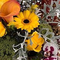 Aranjament floral din trandafiri, cale, orhidee, menta, phalaenopsis, schimia, craspedia, ami 4