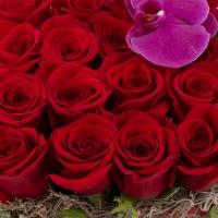 Aranjament floral din trandafiri și orhidee 4