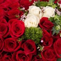 Aranjament Trandafiri Inimă. Cumpara online 42 de trandafiri in forma de inima. Livrare gratuită București & Ilfov. 3