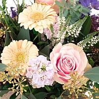 Buchet de Trandafiri, Dalii, Gerbera, Matthiola, Clematis, Schimia, Veronica, Oxypetalum, Verdeață 4