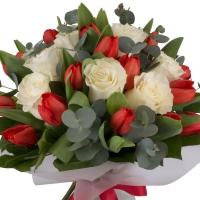 Buchet din, Lalele, Lalea, Roșii, Roşu, Trandafiri, Albi, Verdeață 3