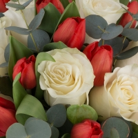 Buchet din, Lalele, Lalea, Roșii, Roşu, Trandafiri, Albi, Verdeață 4