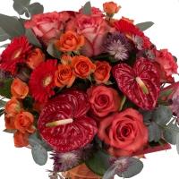 Buchet din trandafiri, gerbera și anthurium  3