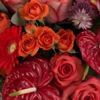 Buchet din trandafiri, gerbera și anthurium  4