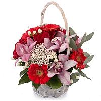 Buchet din Trandafiri, Roșii, Gerbera, Floare de orez, Hypericum, Cymbidium, Orhidee, Verdeață, Coș 2