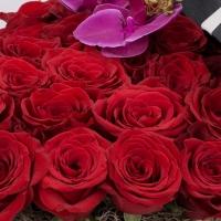 Cutia cu dragoste: aranjament floral trandafiri rosii.  4