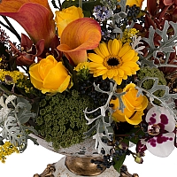 Aranjament floral din trandafiri, cale, orhidee, menta, phalaenopsis, schimia, craspedia, ami 3