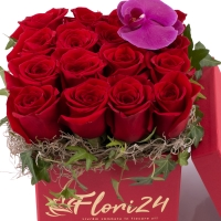 Aranjament floral din trandafiri și orhidee 3