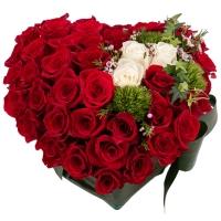 Aranjament Trandafiri Inimă. Cumpara online 42 de trandafiri in forma de inima. Livrare gratuită București & Ilfov. 2