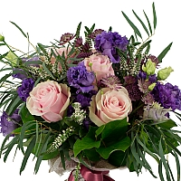 Buchet de 7, Trandafiri, Roz, 4, Lisianthus, Mov, 5, Veronica, Albă, 3, Astrantia, Roz, Verdeață 2