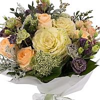 Buchet de Trandafiri, Banan, Lisianthus, Mov, Brasica, Minirosa, Trahelium, Waxflower, Roz, Verdeață 2