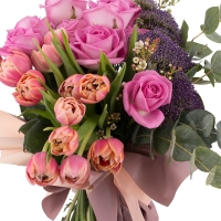 Buchet din Trandafiri, Ciclam, Lalele, Roz, Lalea, Trahelium, Mov, Waxflower, Alb, Verdeață 2