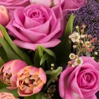 Buchet din Trandafiri, Ciclam, Lalele, Roz, Lalea, Trahelium, Mov, Waxflower, Alb, Verdeață 3