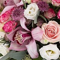 Buchet din Trandafiri roz, Minirosa, Ciclam, Lisianthus, Astrantia, Cymbidium, Orhidee, Verdeață 3