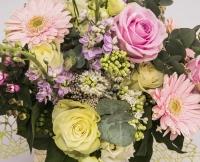 Buchet trandafiri alb , ciclam si gerebera 3