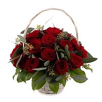 Coș cu trandafiri roșii 2