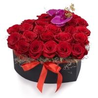 Cutia cu dragoste: aranjament floral trandafiri rosii.  2