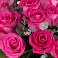 O bomboana de buchet. Buchet rafinat din trandafiri ciclam. 4