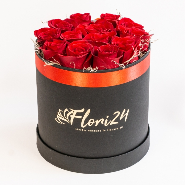 Cutie 13 trandafiri rosii