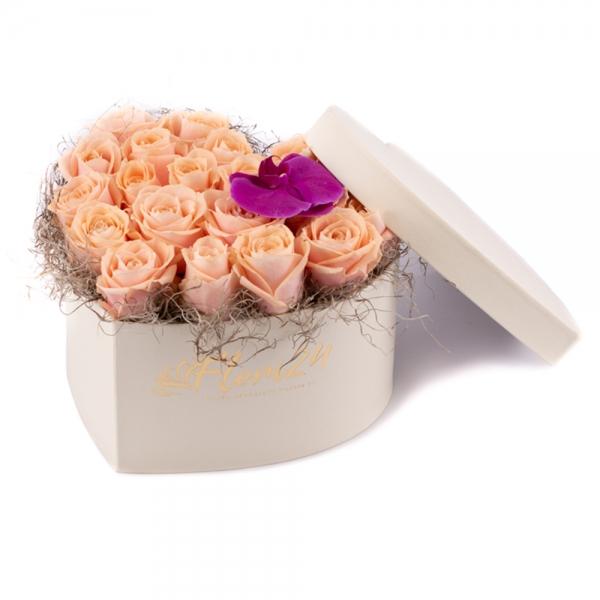 Cutie cu trandafiri și orhidee
