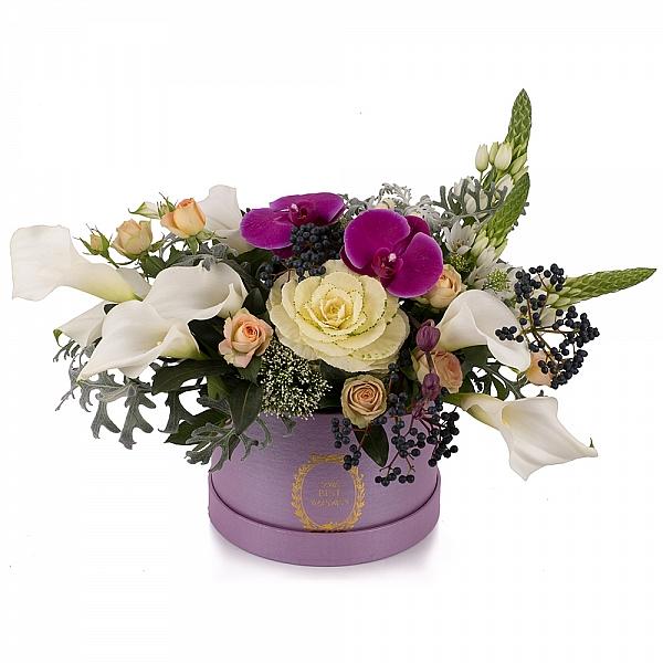 Aranjament floral cu miniroze, cale, ornitogalum, trahelium, viburnum, hypericum sipPhalaenopsis