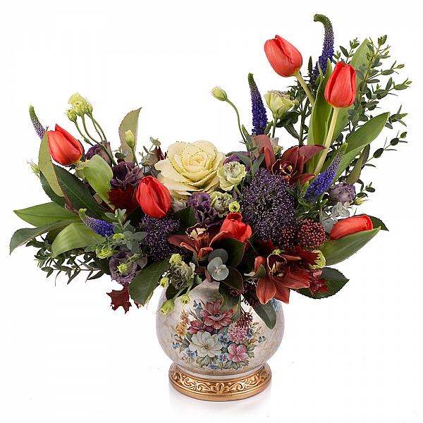 Aranjament floral din lalele, lisianthus, orhidee, veronica, trahelium, cymbidium, vas ceramic