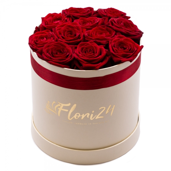 Love box: cutie cu trandafiri rosii superbi.
