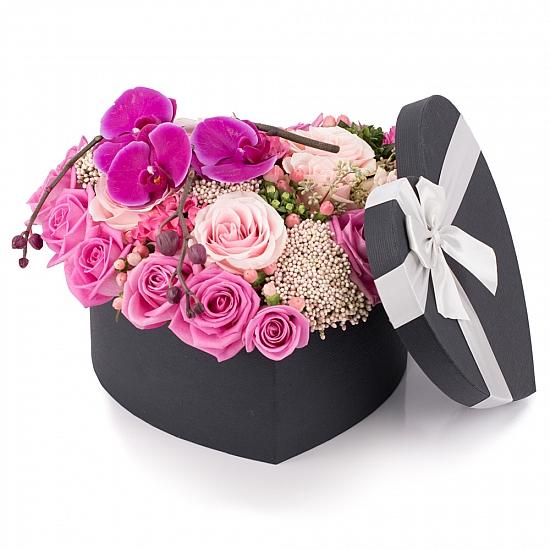 Inimă de flori-Buchet trandafiri multicolori inima de flori. Preț accesibil | Flori24
