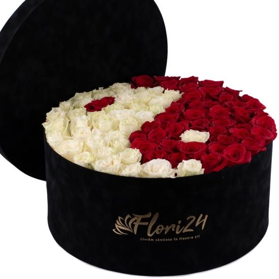 Aranjament din trandafiri yin și yang