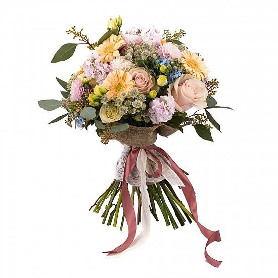 Buchet de Trandafiri, Banan, Gerbera, Lisianthus, Oxypetalum, Dalii, Matthiola, Schimia, Astrantia