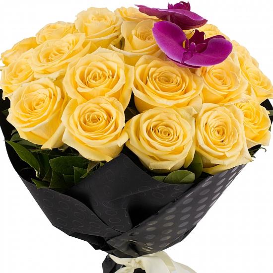 Buchet din 25, Trandafiri, Galbeni, Phalaenopsis, Mov